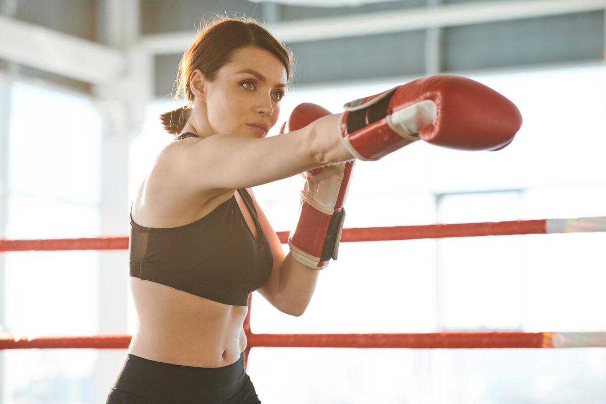 La fitboxe è una disciplina sportiva dove si dà ampio spazio allo sfogo fisico ed emotivo scaricando stress e aggrssività.
