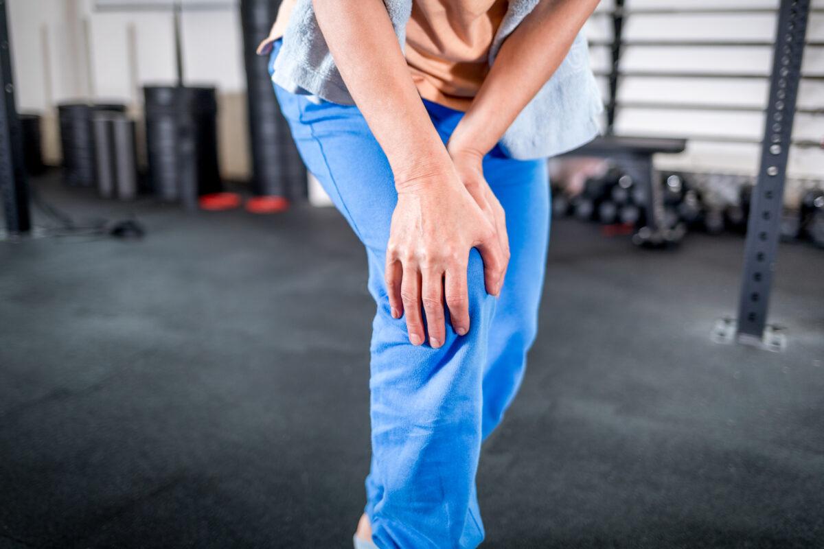 L'osteoporosi è una malattia che colpisce moltissime persone ma poche di loro sanno che l'attività fisica aiuta a prevenirla e combatterla.